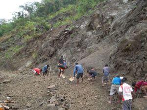 TSHHS Students Help - Goilala Highway (1)