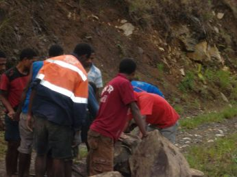 TSHHS Students Help - Goilala Highway (11)