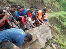 TSHHS Students Help - Goilala Highway (16)