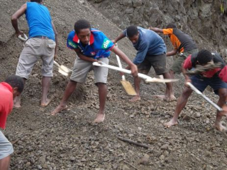 TSHHS Students Help - Goilala Highway (19)