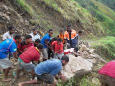 TSHHS Students Help - Goilala Highway (22)