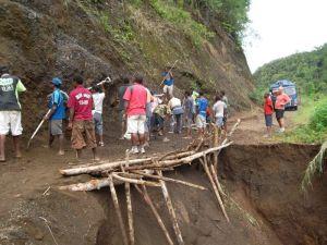 TSHHS Students Help - Goilala Highway (8)