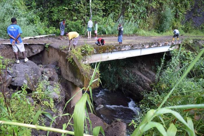If the rock supporting this bridge gives way, that's literally end of the only link between Goilala and Pom
