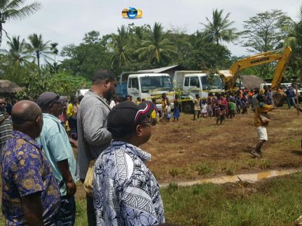 Honorable Peter Isoaimo and Hon William Samb on site - Kuriva